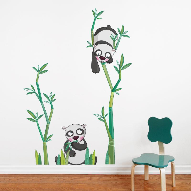 Oui, j'ai pensé aux imprimés muraux, bien sûr! Et on raffole de ceux conçus par Ségo avec leur lot de bouilles sympathiques, leur trait souple et leurs couleurs vibrantes et lustrées!